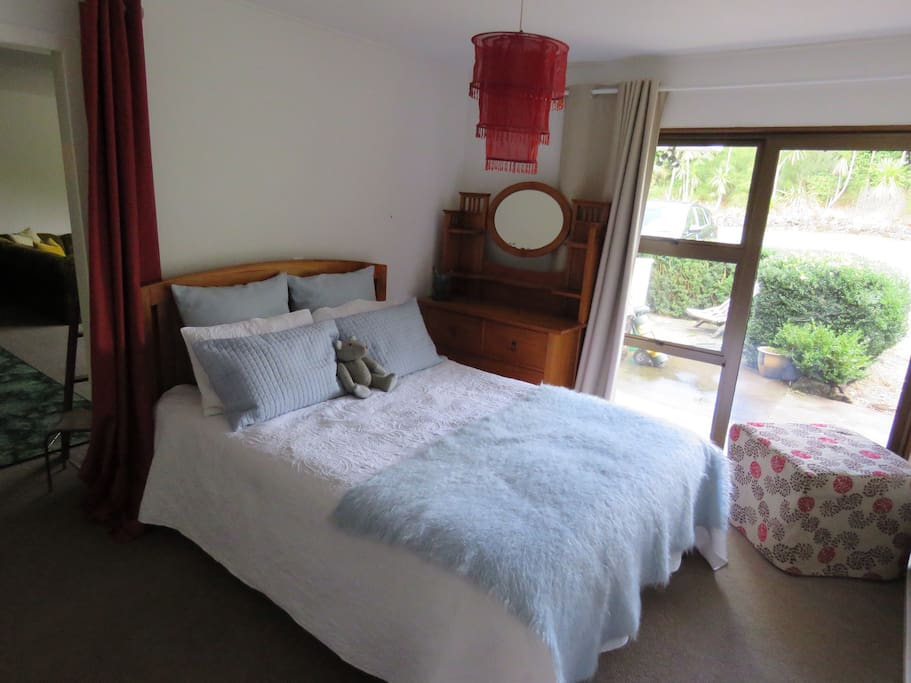 1 Queen bed with adjoining lounge $85 per night