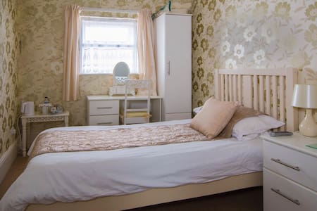 The Cherry Tree Room Only - Eastbourne - Bed & Breakfast