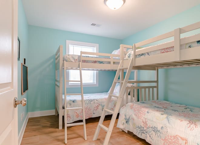 Two bunk beds room (4 total twin beds), with closet (Bedroom 7 of 7)