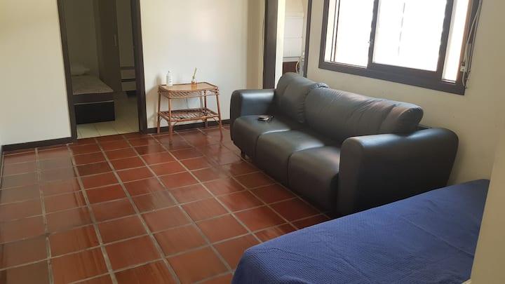Apartamento 2 dormitórios na Av. Beira Mar.