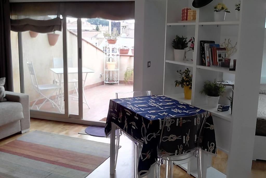 open space con vista sul terrazzo esterno