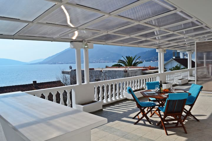 Deluxe Seaview Apartment near Beach - Tivat - Huoneisto