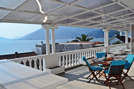 Deluxe Seaview Apartment near Beach - Tivat