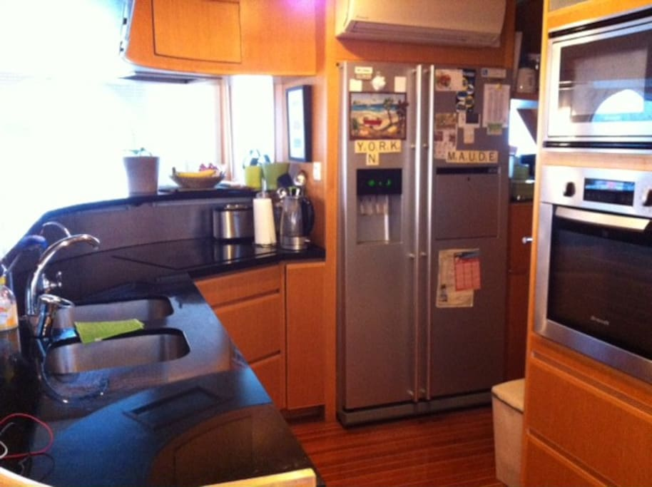 Fully equipped kitchen with ice maker fridge and dishwasher