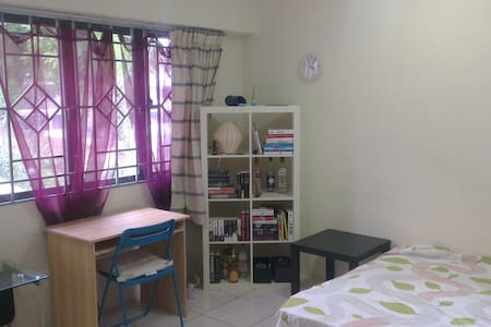 Cozy master bedroom in perfect area - Kuala Lumpur - Apartment