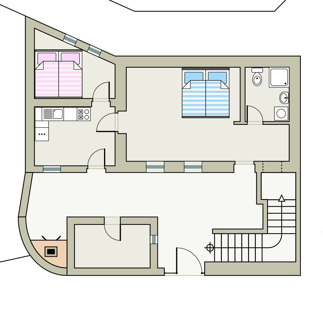 Erdgeschoss Mit Innenhof Von Dem Die Türen Zu Den Einzelnen Räumen Abgehen.