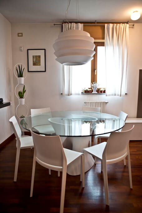 The dining room table seats 6-8 ppl