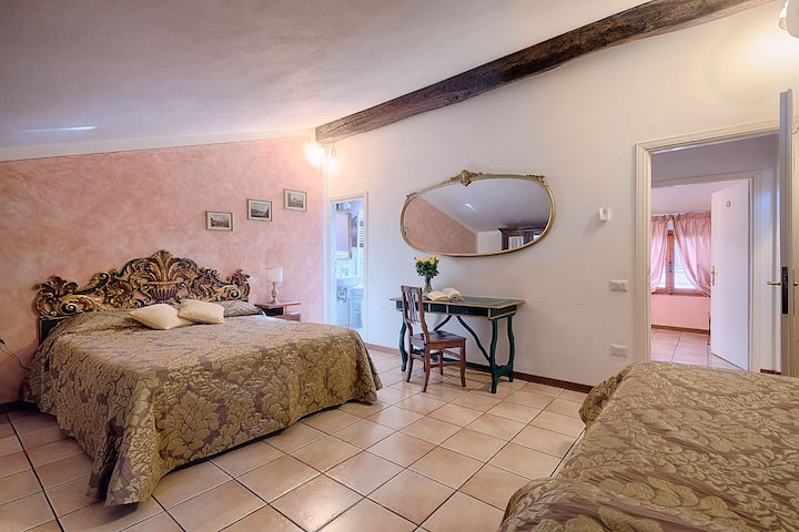 Donna Nobile-rooms for 3 in cetre