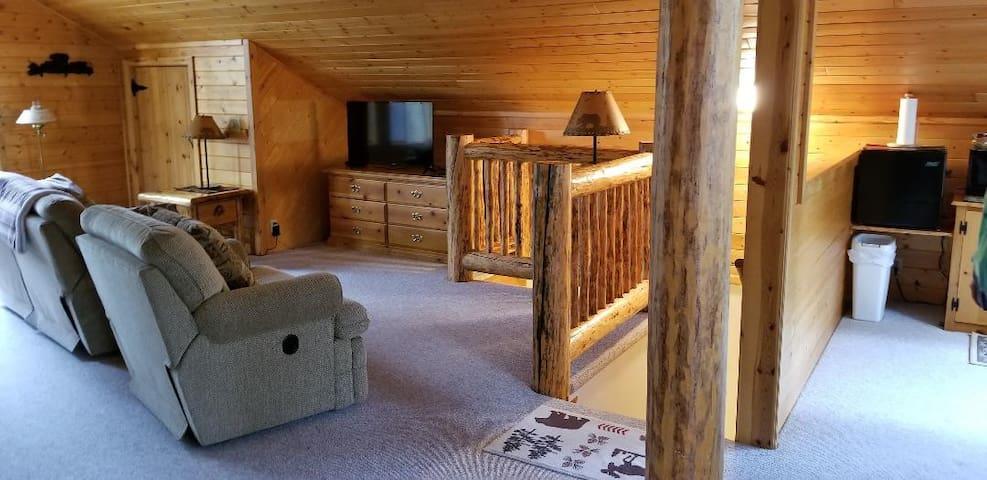 Macks Inn, ID Knotted Pine Loft