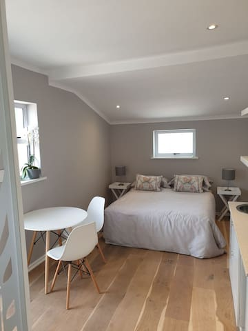 Awesome Cosy Modern Flatlet