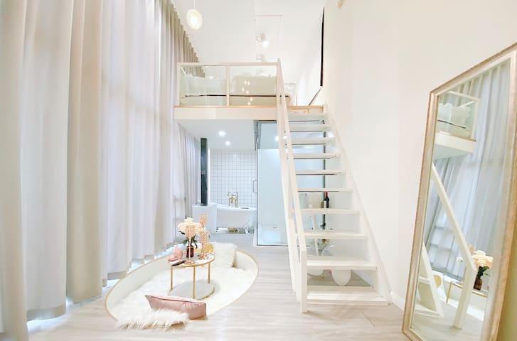 【一屿·艾】五一广场,坡子街上。4.2米落地窗阳光房,loft北欧轻奢公寓。做梦都甜甜的。