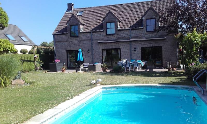 Accès jardin et piscine chauffee de mai à ocyobre