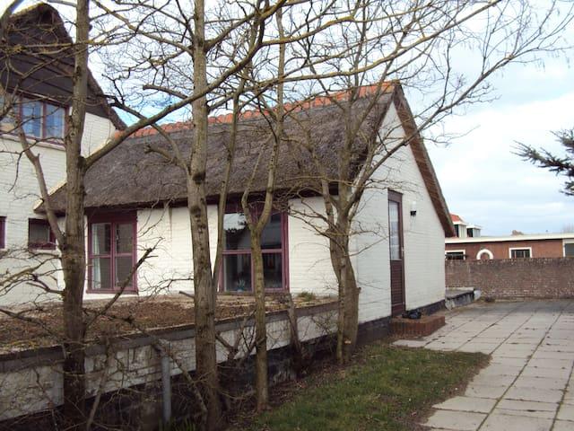 Kleine maar fijne cottage - Callantsoog - Houten huisje