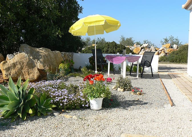 Rural, very peacefull, near beaches - Santa Catarina da Fonte do Bispo - Bed & Breakfast