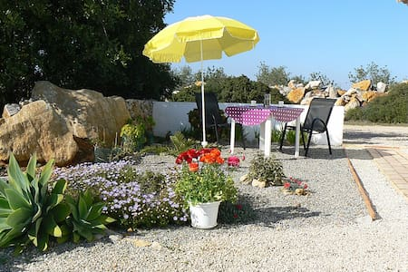 Rural, very peacefull, near beaches - Santa Catarina da Fonte do Bispo - Penzion (B&B)
