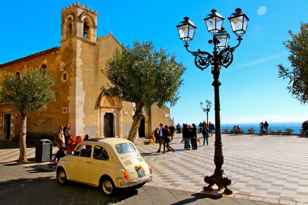 Taormina's main square
