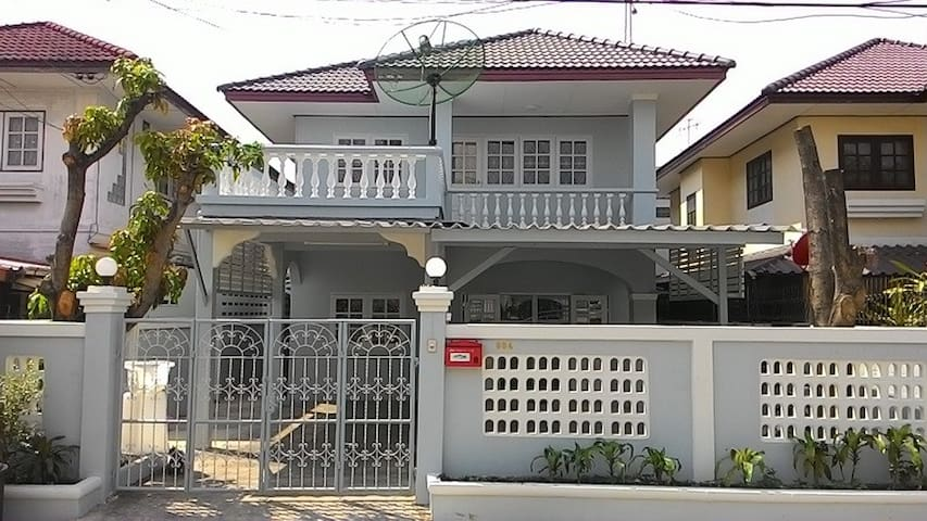 Single Detached House for Rent