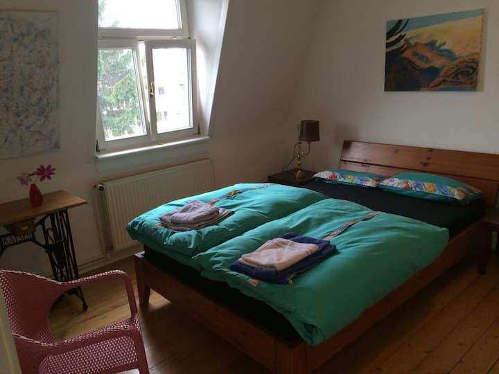 Zimmer/Küche/Bad in Jugendstilvilla in Neuenheim