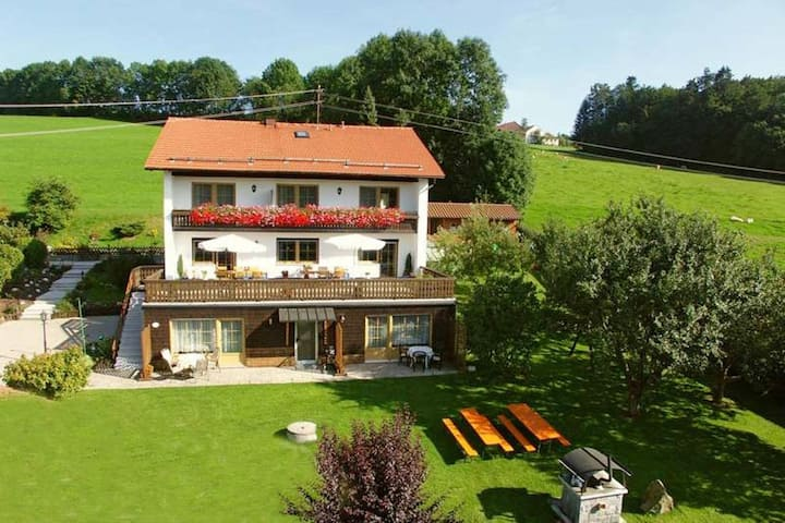 Holiday home with two living areas, garden, close to Passau and Austria