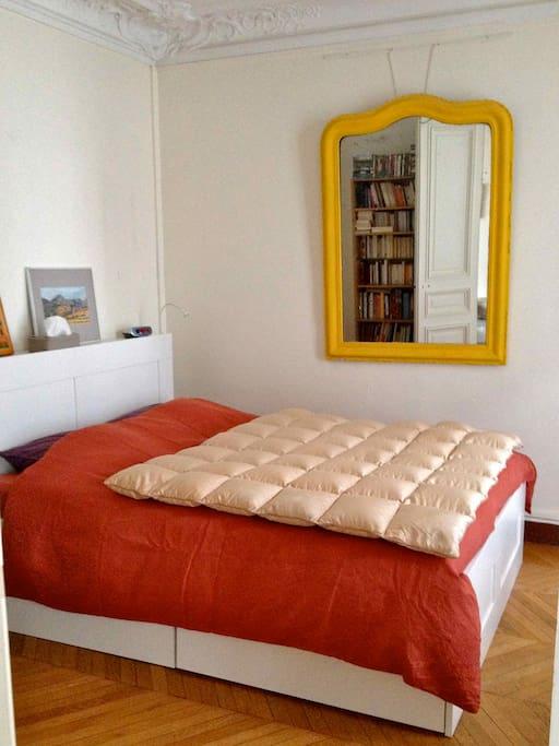 Main sleeping room / chambre principale