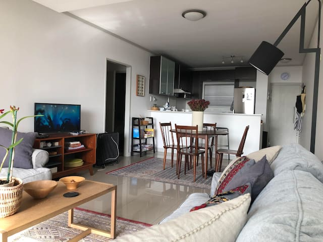 Modern 2 bed apartment! location, views, security