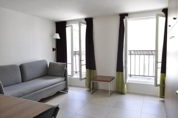 Apartment 52 Paris -Champs Elysée