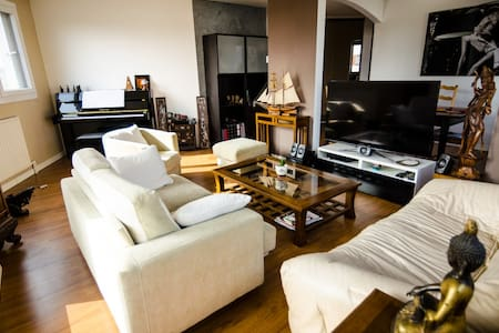 Large flat 80SQM - metro 7 - 2 double beds - Apartment