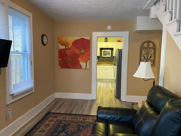 #3Private Room Nice House Downtown. Zip code 32209