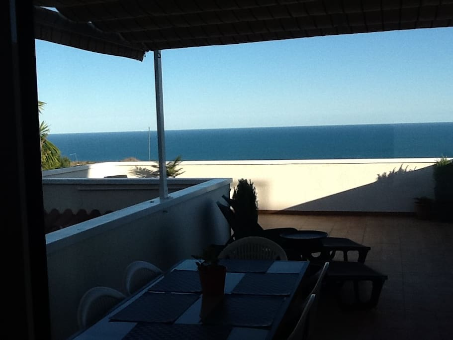 Terrace with table up to 8 people, sunbeds, Sofa, hammock,....