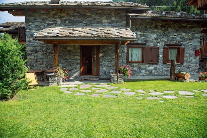 Le Petit Coeur : Villa tipica deluxe con giardino - La Salle - Vila