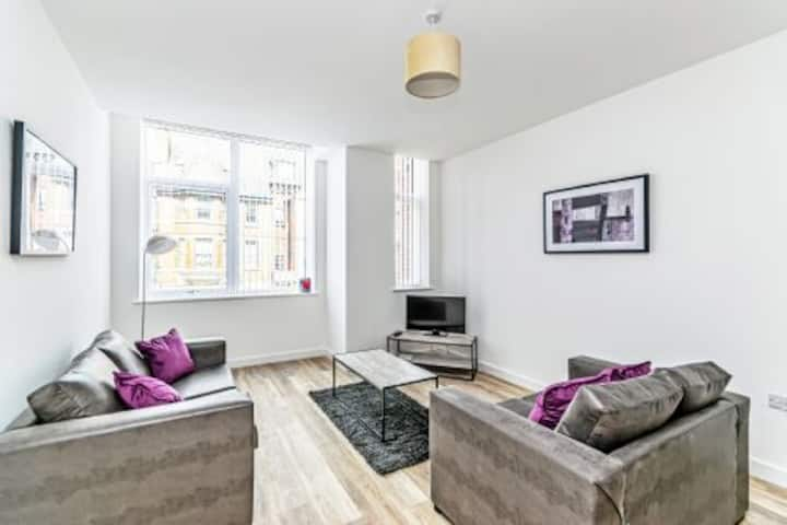 Large Self Contained One bedroom first floor apartment