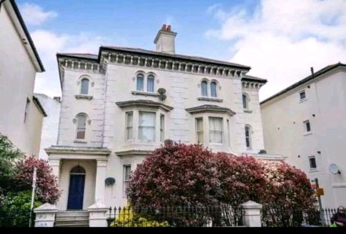 ImmaculateNewly Refurbished 2bed Seaside Apartment