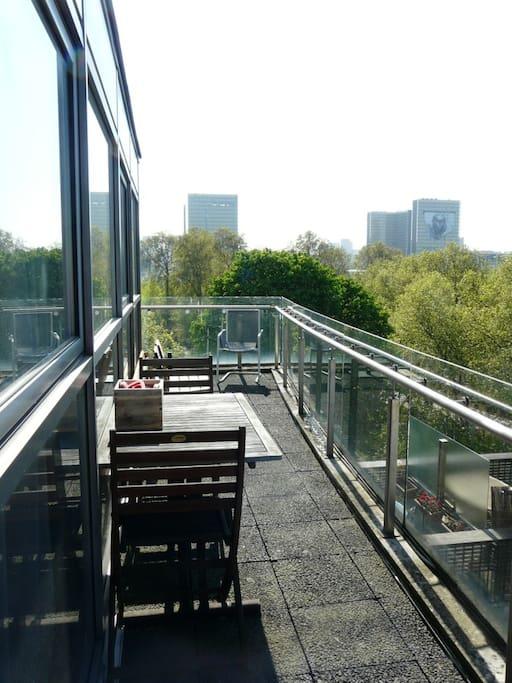 La terrasse et la vue sur la BNF.