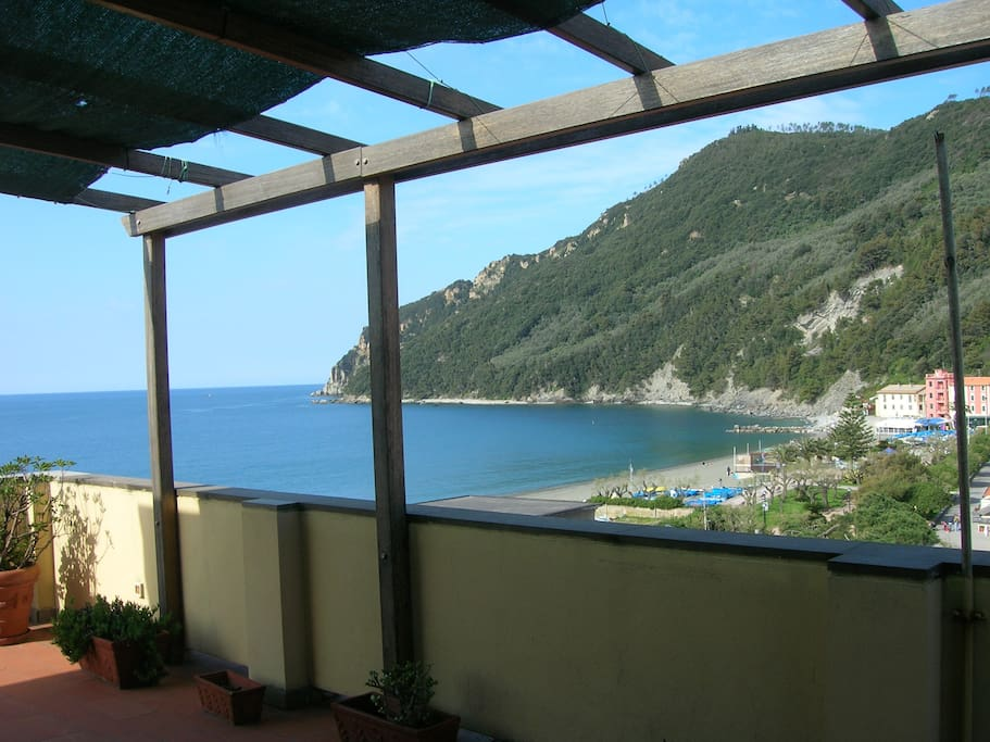 Attico fronte mare 3 camere da letto apartments for rent in sestri levante genova italy - Camere da letto genova ...