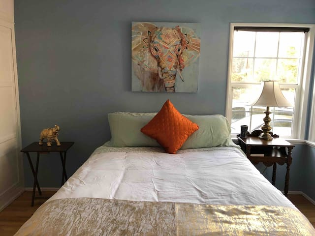 Close to Downtown Los Angeles Master bedroom