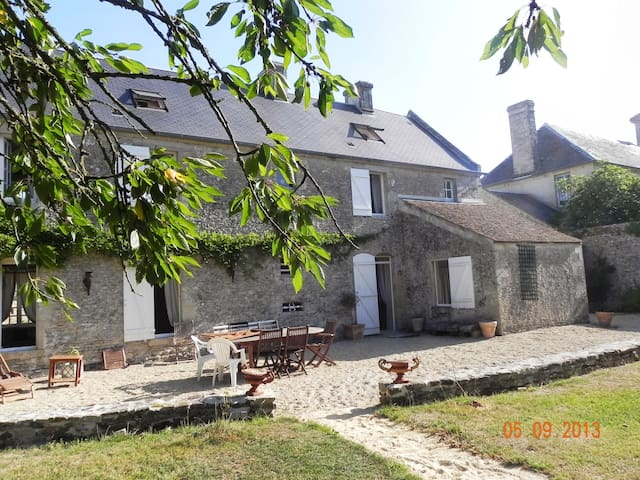 Authentic and Charm Farm DDAY Beach - Meuvaines - Casa