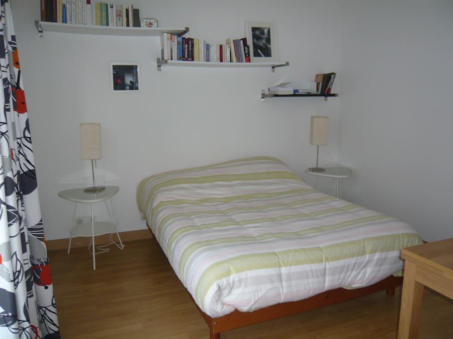 Chambre à coucher avec rangements