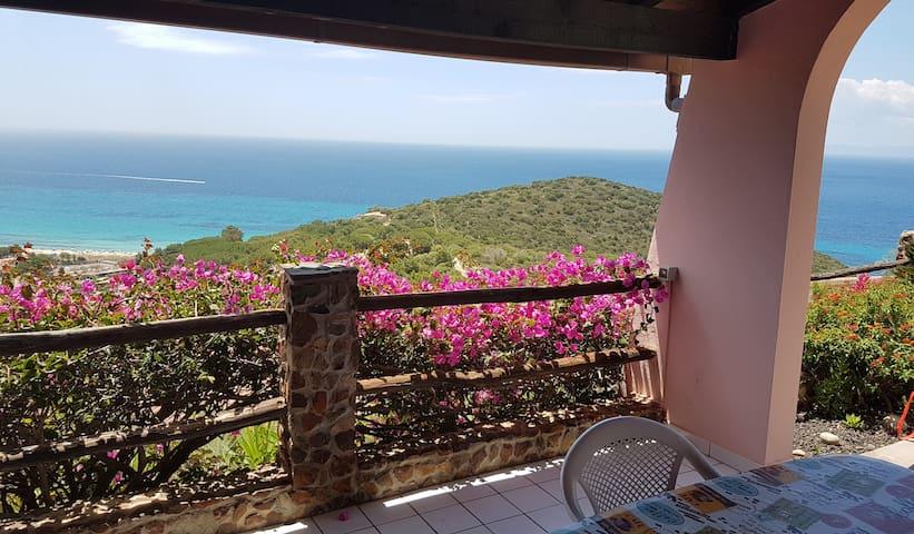 Deliziosa villetta con panorama mozzafiato  Splendid holiday home with breathtaking view