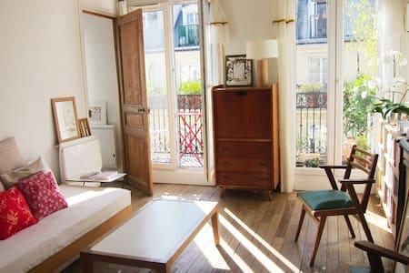 A Paris 10e,  grand 2 pièces avec balcon fleuri. - Paris - Appartement