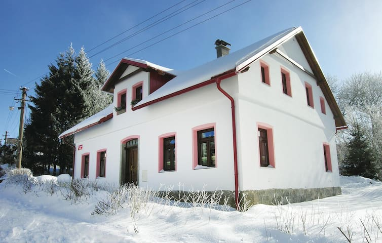 Holiday cottage with 5 bedrooms on 160 m² in Horni Blatna
