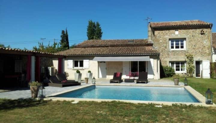 Beautiful house/swimming pool 8pers