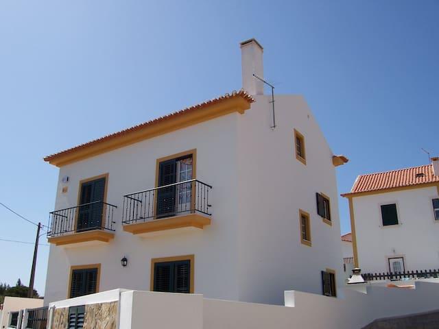 Welcome/Bienvenue at Nando's house - Moledo/Lourinhã/Lisboa - Bed & Breakfast