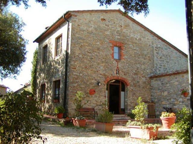 Familienfreundliche Wohnungen  - Montieri - Apartment