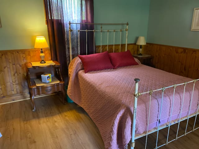 Double bed in bedroom area. Double bef for one or two guests    Single bed ( not shown)    For one person Air mattress single for one person.
