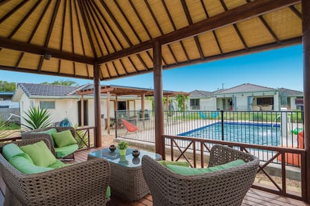 Spacious, Stylish guest house - Murrumba Downs - Dom