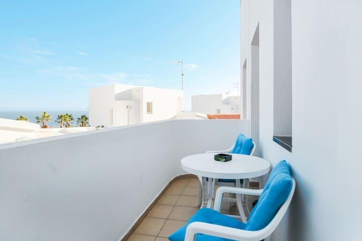 """Cosy Holiday Apartment """"Apartamento en Esquinzo"""" with Sea View, Wi-Fi & Balcony"""