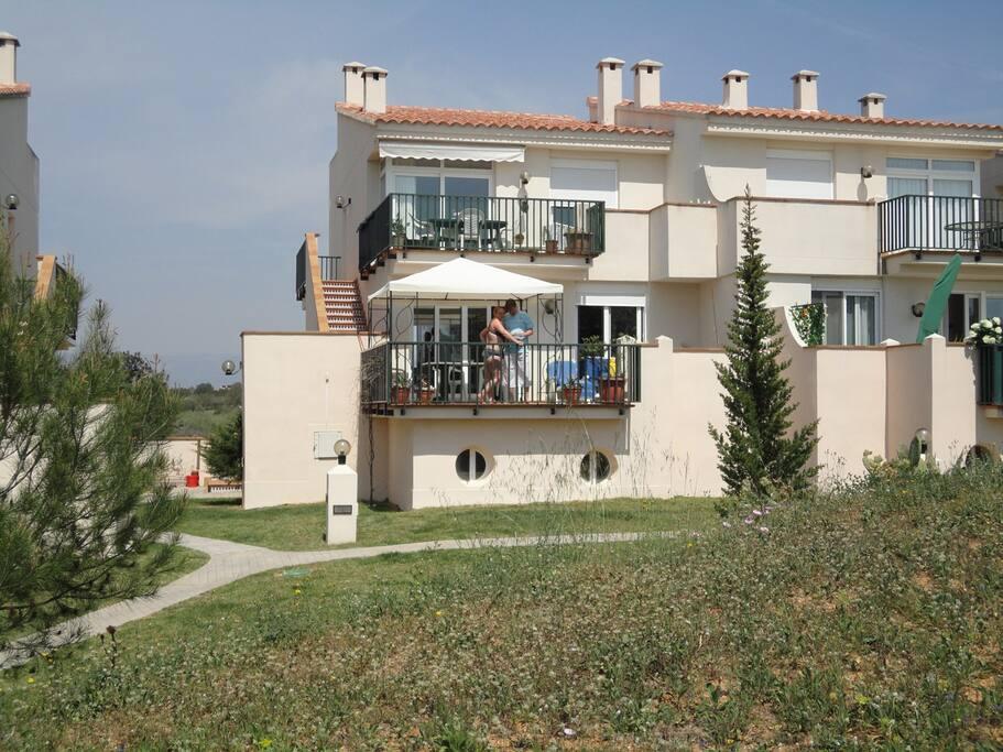 2 foors and 2 balconys.