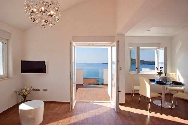 Penthouse with panoramic view, pool - Ražanj - Byt
