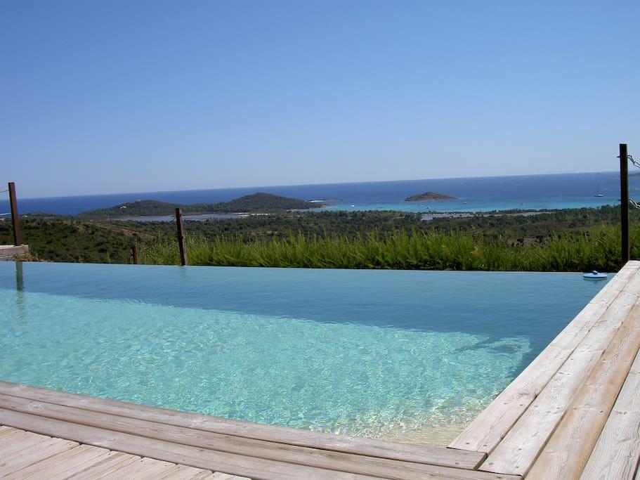 Vue depuis la piscine View from the pool