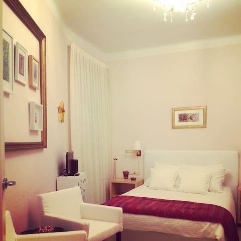 Nice double room in Sagrada Familia